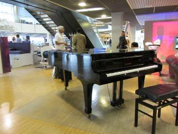 KAWAI grand piano at Schiphol airport, Amsterdam
